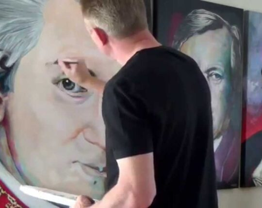 Get Ready to Try 5 Killer Tricks of Portrait Paintings in Dubai